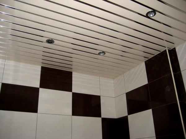 Вариант потолка в ванной комнате