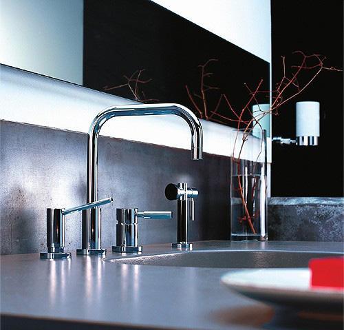 Кран в стиле модерн для ванной
