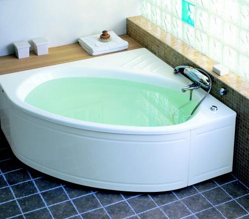 Красивая элегантная угловая ванна
