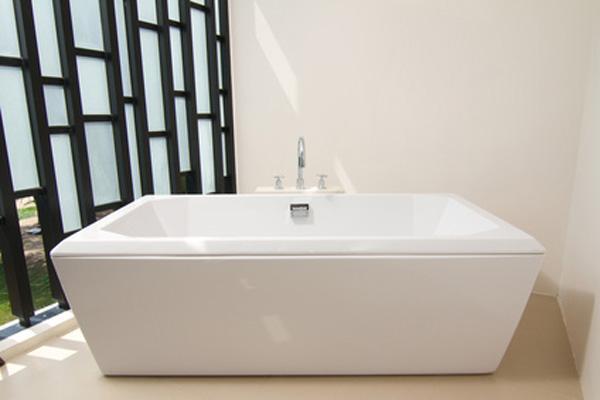 Роскошная ванна белого цвета