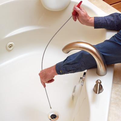 Использование тросика для ликвидации засора