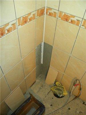 Укладка кафеля в углу ванной