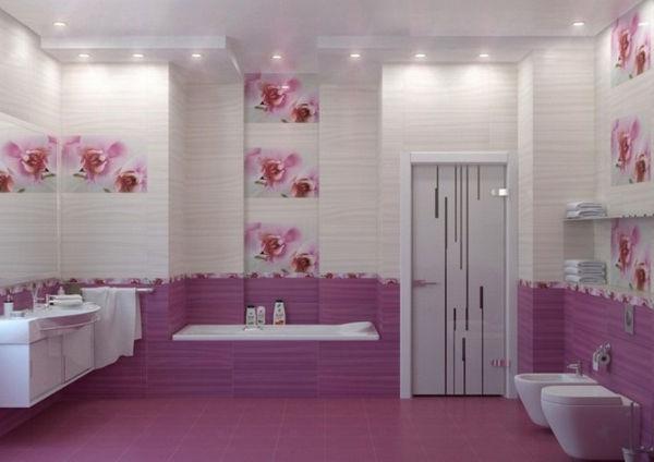 Кафель с сиреневыми цветами в ванной