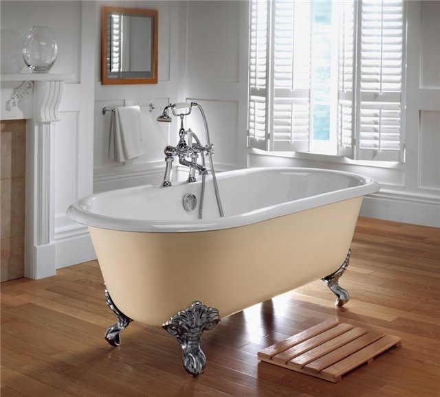 Чугунная ванна на ламинатном полу