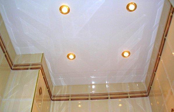 Фото белого натяжного потолка не прямоугольной формы