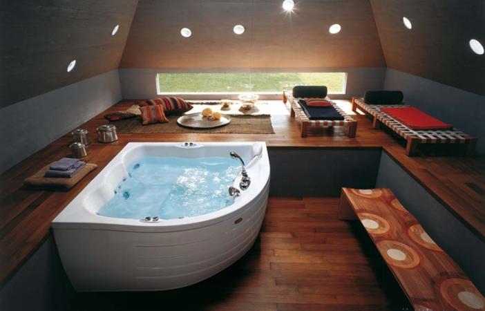 Отличный вариант для большой ванной комнаты: ванна от Bas