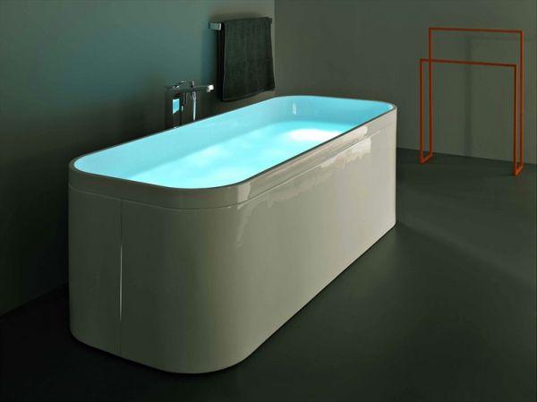Округлые края акриловой ванны и подстветка