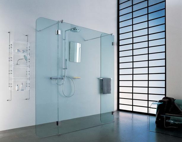 Эстетичная стильная душевая кабинка без поддона со стеклянными перегородками