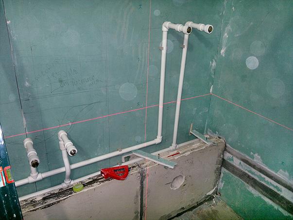 Пластиковые трубы в ванной (вместо металлических)