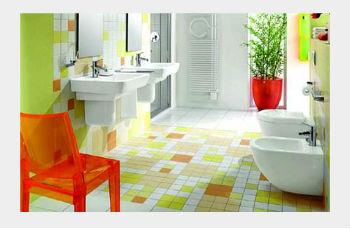 Кафельные полы в ванной служат долго и всегда смотрятся эффектно, если за ними правильно ухаживать и убирать загрязнения сразу