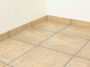 Делают ли плинтуса в ванной на пол? – ну, конечно же, делают