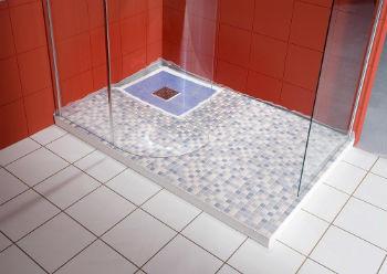 Есть модели, в которых расстояние от пола до слива ванной можно регулировать – это самый лучший вариант