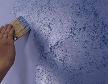 Тихими способами очистки стен следует пользоваться в тех случаях, если в квартирах по соседству с ремонтируемым жильём живут люди, которых не устраивает шум от перфораторов и шлифмашин