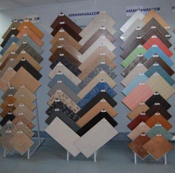 Независимо от размеров помещения желательно применять керамику правильной формы, то есть выполненную в виде квадратов