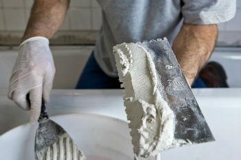 После того, как очистили рабочую поверхность, необходимо на нее нанести небольшие насечки