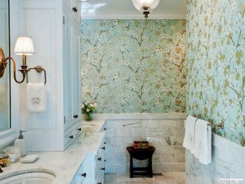 Обои для ванных комнат применяются ещё реже, чем деревянные конструкции
