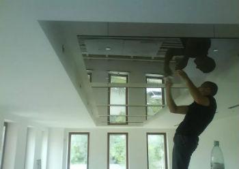 Перед завершением монтажа плитки требуется провести электропроводку