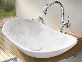 Раковина-чаша в ванную комнату овальной формы является классическим решением, особенно если выполнена из белого фаянса