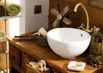 Для средних по размеру ванных подойдёт стандартная ширина тумбы около 80 см