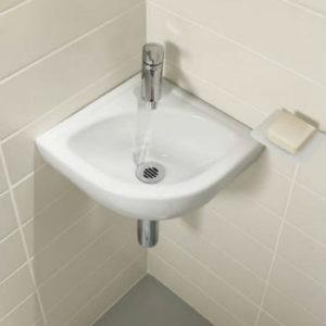 Если коммуникации скрыты в стену, такая раковина экономит место и будет наиболее целесообразна в ограниченных пространствах