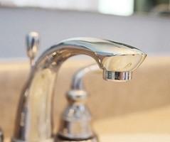 отчистить кран в ванной до блеска
