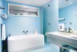 Голубая ванная комната — красивый дизайн интерьера с фото