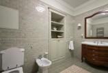 Встроенные шкафы для ванной комнаты: преимущества и особенности выбора