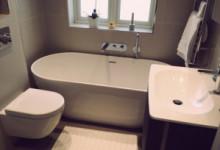 Какую мебель и приспособления купить для маленькой ванной комнаты