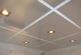 Какой сделать потолок для ванной комнаты — обзор вариантов