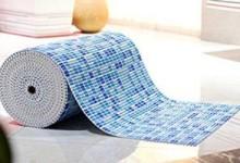 Достоинства ковриков для ванной из ПВХ, незаметные на первый взгляд