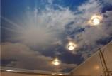 Натяжной потолок для ванной – обзор вариантов