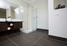 Напольный плинтус для ванной комнаты