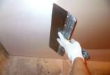 Шпаклевка потолка в ванной комнате: выбор материалов и алгоритм работ