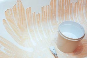 Чем и как покрасить чугунную ванну средства и методы